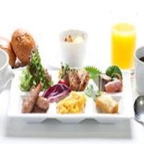 日替わりの6種類のおかず・フレッシュなサラダと富士北麓の地卵!
