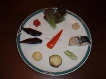 ビーフジャーキーとサバ燻製の前菜
