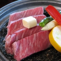 国産牛の陶板焼き