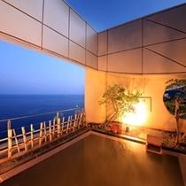 夕暮れ時の展望露天風呂