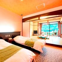 賀茂川荘自慢の庭園を臨む東館和洋室。古民家をイメージした和室とモダンな洋室を配したお部屋。