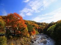 紅葉の渓山荘