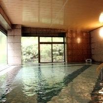 【本館 大浴場】広々お風呂は、天然温泉♪疲れた体をリフレッシュ☆