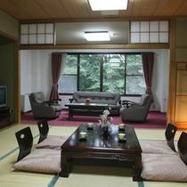 本館3階『もみじ』 和12.5畳 洋6畳 お気兼ねなし角部屋