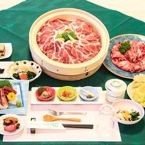 【夕食例】旬の野菜を使った和食膳。お得な料金で量・味ともに満足!と好評です♪