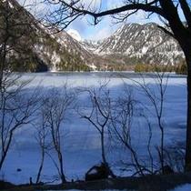 2012年12月湯ノ湖凍りました