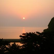 紀淡海峡に昇る朝日