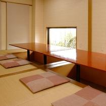 *【創作厨房更紗】ゆっくり足を伸ばせる掘りごたつタイプの個室もございます。