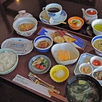 *【朝食】朝の元気を充電!千代田館名物の茶粥も付いた朝食です♪