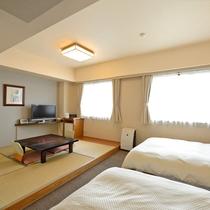*【和洋室】お寛ぎは畳で、就寝はベッドで。様々な用途でお使いいただけます。