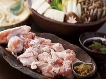 出汁&お肉が選べる2色鍋を掘り炬燵式のお食事処で。