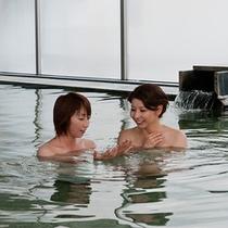 温泉パティオ入浴イメージ