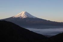 天下茶屋(御坂町)からの富士山