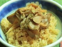 きのこの釜飯  (自家製原木しいたけ使用)