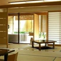 露天付き客室は、大浴場まで行かずとも天然温泉をお楽しみ頂けるため、ご高齢の方にもご好評頂いています。