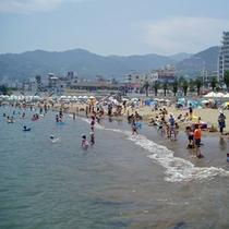 熱海サンビーチまでは、当館から徒歩3分。日本初のビーチライトアップも是非ご覧くださいね。