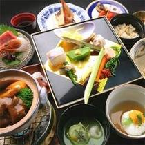夕食の内容は毎月変わりますが、大人気のごま豆腐は毎月ご提供しております当館の定番。