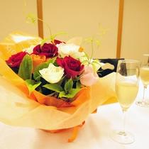 記念日のアレンジ花。当館では誕生日や還暦祝い・ご退職などいわゆる『ハレの日』のご旅行が大変多いです。