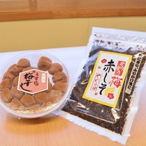 このカリカリ梅はあったかいご飯にかけて食べると、とてもおいしいです!500円(税別)と価格も手ごろ♪