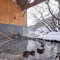 *貸切露天風呂/お湯は岩手山からの地下深層水を使った沸かし湯です。