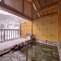 *女性用大浴場/冬は大浴場の露天風呂からも雪景色をお楽しみいただけます!