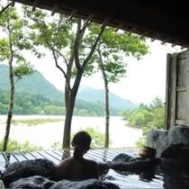 貸切露天風呂からの景色も独占してください!