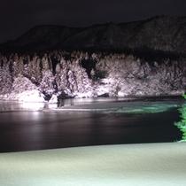 露天風呂からの眺め。夜はライトアップされ幻想的!
