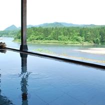 露天風呂からも絶景を楽しんでください。