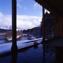 冬の贅沢 雪見露天風呂