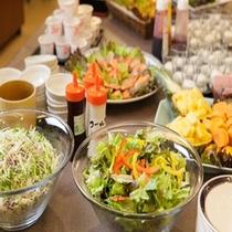 朝食バイキングの一例(サラダ)