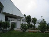 トミオカホワイト美術館(当ロッヂから車で約30分)