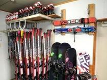 レンタルスキー、スノボ各種取り揃えております。