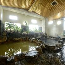 *【大浴場】天然化学成分を含んだ、沼津唯一の天然イオン温泉。黄褐色の冷泉を加温しています。