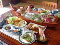 地魚姿造りと伊勢海老またはアワビの大舟盛り付プラン一例