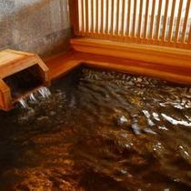 【湯量豊富な温泉】