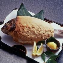 *夕食一例・鯛の塩釜焼き