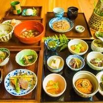 【ディナー:山庭御膳】昔田舎で毎日食べていた山菜と野菜の家庭の味。※2015年の一例です