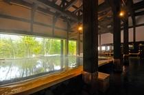 大浴場「古民家の湯」は170年前の古民家を移築して作りました。シェラリゾート湯元のかけ流し100%。