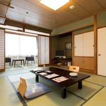 【和室12畳】バス・トイレ付 2名様~6名様まで宿泊可能。家族旅行やグループ旅行にピッタリ
