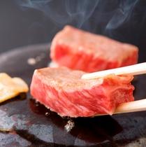 【夕食】ちょっと贅沢に♪ 季節京会席に京都産牛石焼を付けたプランもございます♪