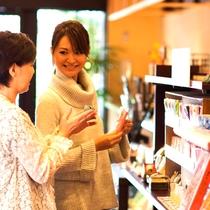 【売店】どれにしようかな~?京都らしいお土産を沢山ご用意しております☆★