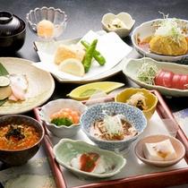 *【夕食全体例】旬の素材にこだわった料理をご用意いたします。