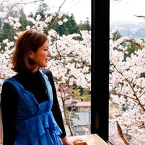 【別館 角部屋②】満開の桜に手が届きそう!