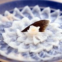 冬の味覚ふぐ刺し(2〜3名盛り)
