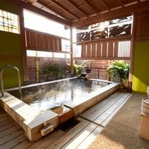 凛の間の客室露天風呂