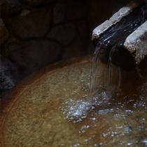 足湯は100%源泉掛け流し温泉