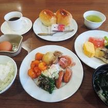 *【朝食バイキング一例】洋食も和食もお好みに合わせてお好きなものを・・