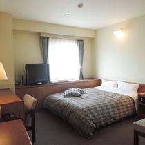 *ダブルのお部屋です。広々ベッドで快適にお過ごしいただけます♪WiFi接続もOK!