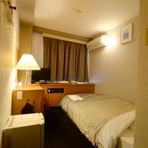 *2016年一部客室リニューアル*シングルルーム一例。シンプルな清潔感のあるお部屋です。