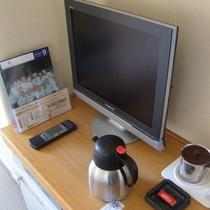 各お部屋には液晶TVがございます